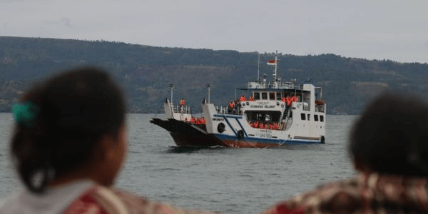 Kapal Tenggelam di Danau Toba 180 Lebih Penumpang Hilang