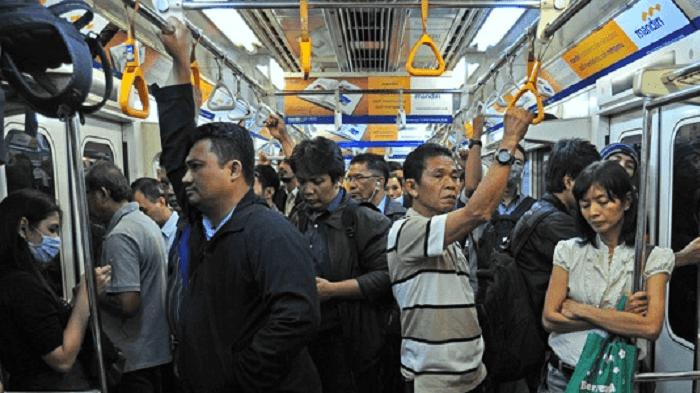 Berikut Hukum Percampuran Pria dan Wanita dalam Satu Angkutan Umum