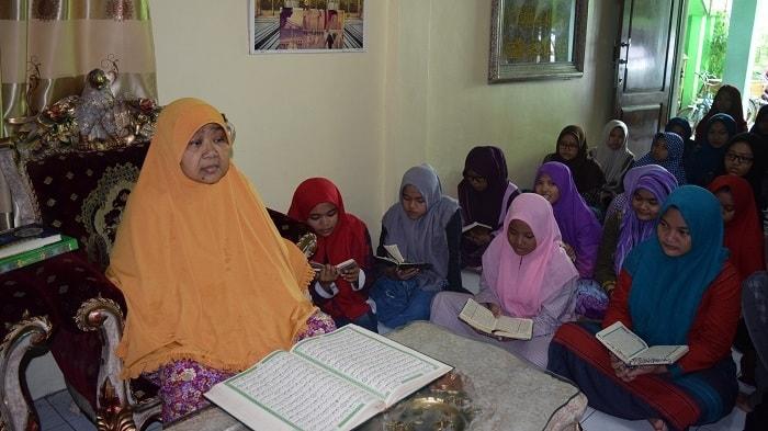 Ngaji Quran Bersama Nyai Hj Junaizah Faizah al Hafizdah di Pesantren Putri Banu Hasyim