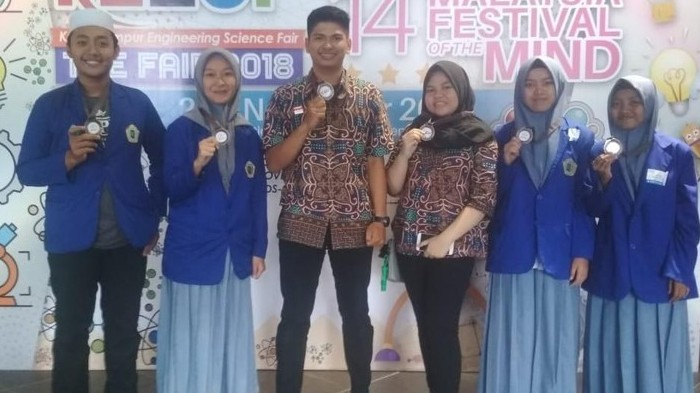 Hebat, 4 Santri Probolinggo Juara Lomba Sains di Malaysia