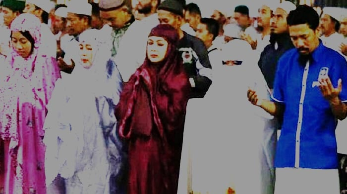 Predikat Sholat Jamaah Campur-Baur Laki-Perempuan