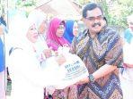 IWAPI Jatim Sebar 500 Paket Sembako Murah di Bazar Ramadhan Pusvetma