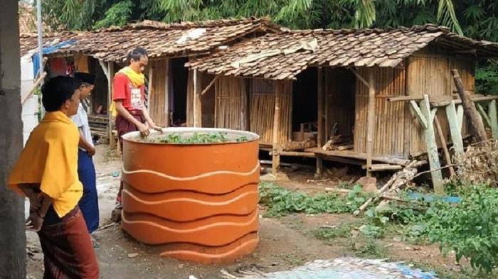 Kondisi Pesantren Bertembok Bambu, di Pinggiran Kota Jakarta