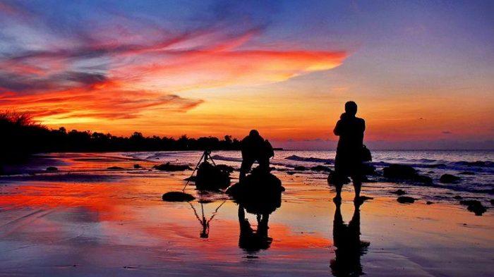 Suasana Pantai Lombang di sore hari