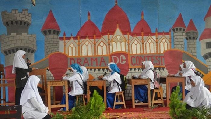 Contoh Lengkap Naskah Drama Teater Islami ala Santri Milenial