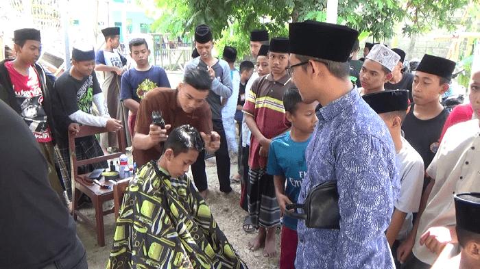 Sambut RUU Pesantren dan Hari Santri 2019, Ratusan Santri Jombang Potong Rambut Massal